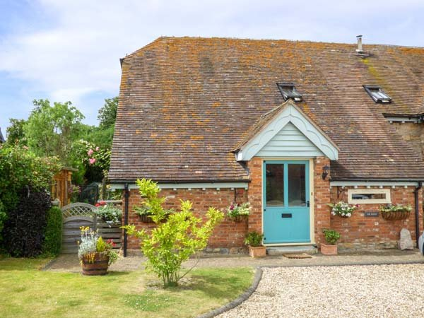 THE ROOST, Grade II listed, barn conversion, WiFi, the Cotswolds, Ref 936256 - Image 1 - Honeybourne - rentals