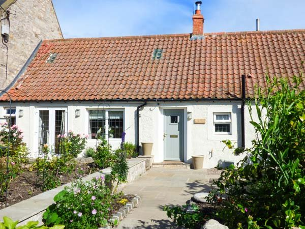 ROSE COTTAGE, oil fire, private enclosed garden, pet-friendly, WiFi, Lowick, Ref 938431 - Image 1 - Lowick - rentals