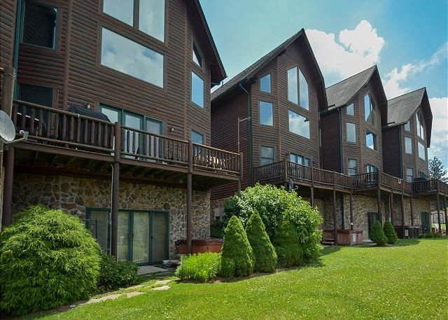 Exterior - Fabulous 4 Bedroom Mountain Villa in the heart of Deep Creek Lake! - McHenry - rentals