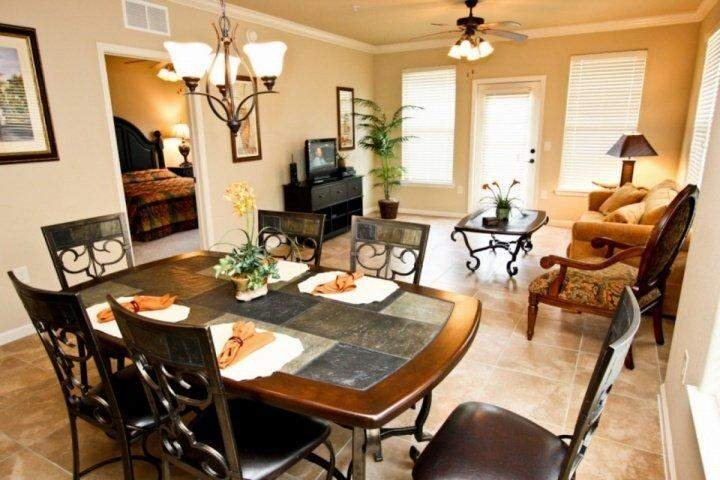 Spacious Dining & Living Area w/Balcony Access - 912 Bella Piazza - Davenport - rentals