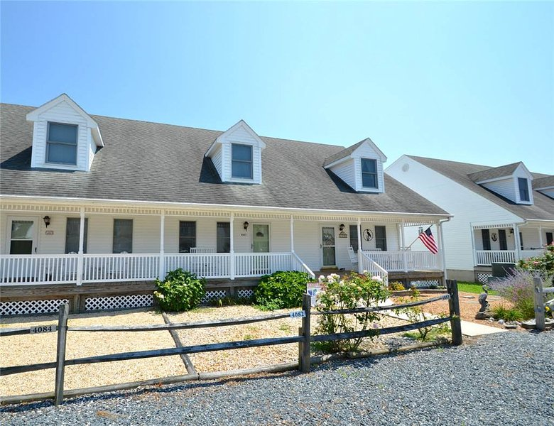 Island House - Image 1 - Chincoteague Island - rentals