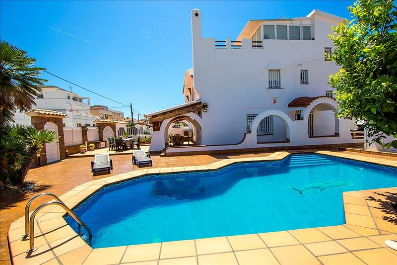 Amazing dream-house in Cunit, Costa Dorada, for up to 13 people! - Image 1 - Cunit - rentals