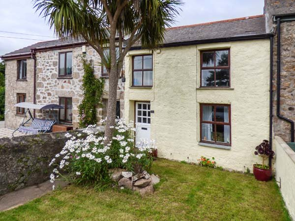 THE NEST character terraced cottage, pet-friendly, close to amenities, Redruth Ref 940260 - Image 1 - Redruth - rentals