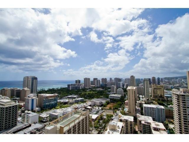 PENTHOUSE SUITE W/ 2 BEDROOM / SLEEPS 8 - Image 1 - Honolulu - rentals