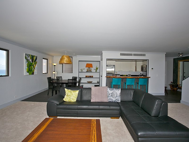 Huge Penthouse/THREE BEDROOM/3BATH SLEEPS 12 - Image 1 - Honolulu - rentals