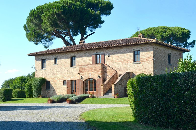 Main villa with air-conditioning! - Luxury Villa with Air-Con. Large Pool. Sleeps 18. - Cortona - rentals