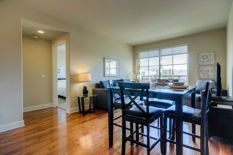 DELIGHTFUL  FURNISHED 2 BEDROOM 2 BATHROOM APARTMENT - Image 1 - Glendale - rentals