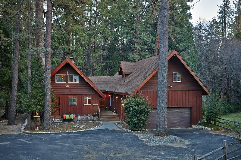 Front of Home - Creekside Lodge Idyllic Masterpeice With Large Deck On Strawberry Creek! - Idyllwild - rentals