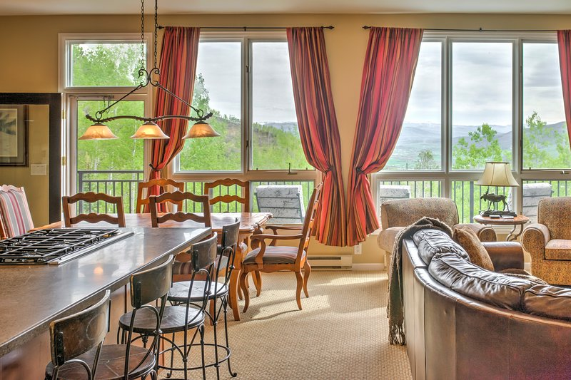 Awesome views great you as you enter the Penthouse's double doors. - 3B/3B Penthouse~Pool~Hot Tub~Sauna~Ski-Out on Mtn - Steamboat Springs - rentals