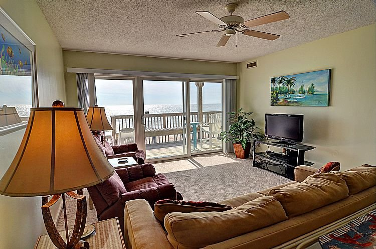 Living Room - Queen's Grant C-110 - Oceanfront W/ Pool, Hot Tub and Boat Dock - Topsail Beach - rentals
