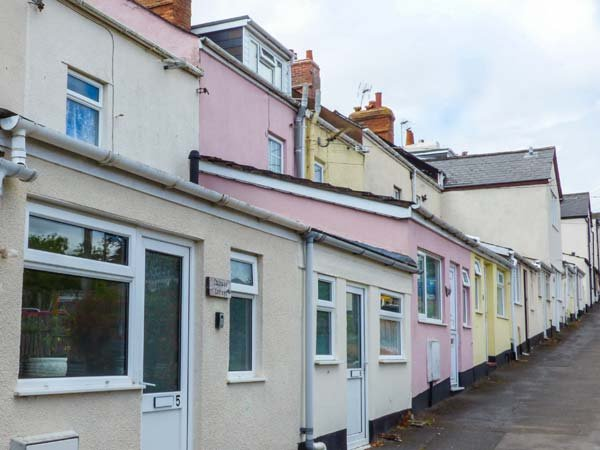 CAUSEWAY COTTAGE, pet-friendly, with a games room, in watchet, Ref. 904450 - Image 1 - Watchet - rentals