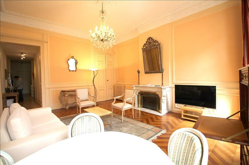Tourny - Apartment in the Heart of Bordeaux - Image 1 - Bordeaux - rentals