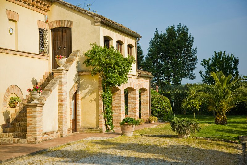 Front view of our main house. - 3 bedroom B&B in the countryside close to the sea - Porto Recanati - rentals