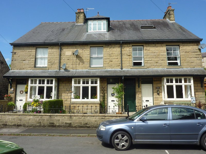 Lynton Cottage - far right - 4 Bedroomed Victorian House in heart of Tideswell - Tideswell - rentals