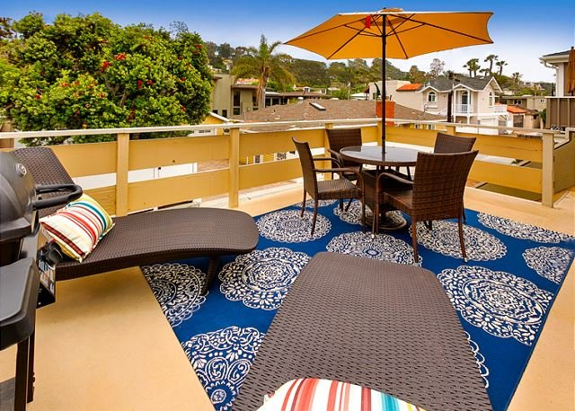 Your own Rooftop Deck with a barbecue, comfy seating, and al fresco dining for 4. - Classic Del Mar - Walk to Beach - Close to Village - Del Mar - rentals