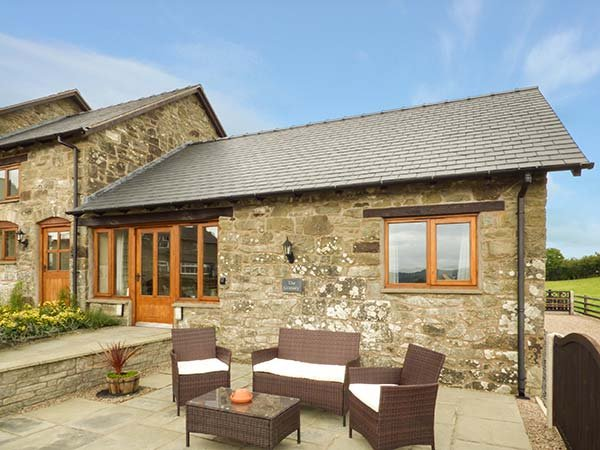 THE GRANARY, romantic retreat, open plan living area, WiFi, near Llanfair Caereinion, Ref. 923957 - Image 1 - Llanfair Caereinion - rentals