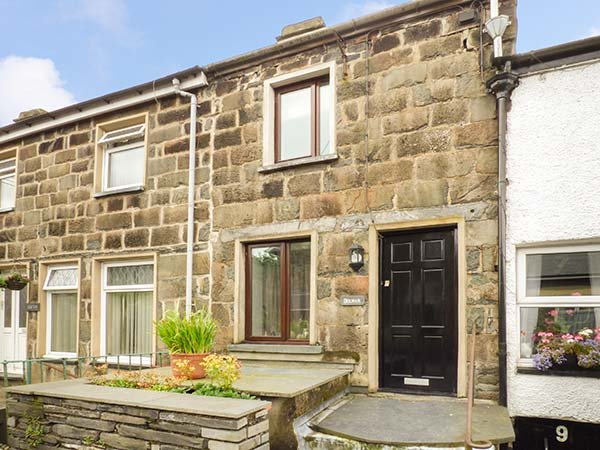 DOLWAR, over four floors, lawned garden, WiFi, pet-friendly, Llan Ffestiniog, Ref 926720 - Image 1 - Llan Ffestiniog - rentals