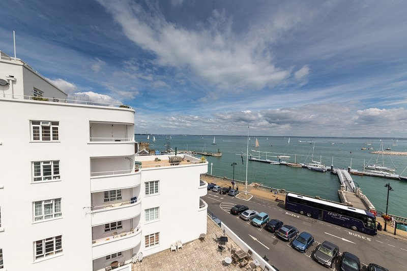 Osbourne Court Apartment located in Cowes, Isle Of Wight - Image 1 - Cowes - rentals
