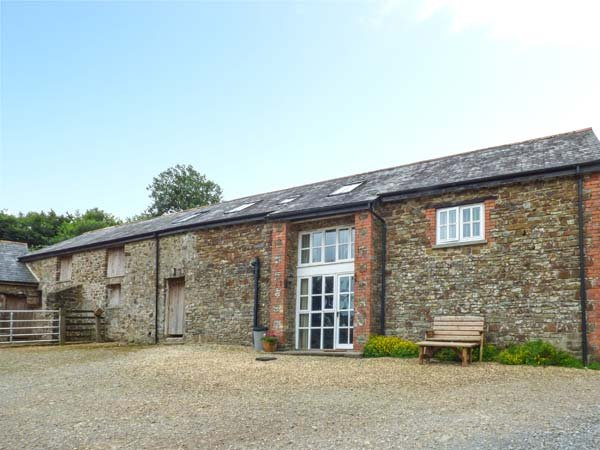 WEST BOWDEN FARM, barn conversion on a sheep farm, all bedrooms with TVs and en-suites, South Molton, Ref 924911 - Image 1 - South Molton - rentals