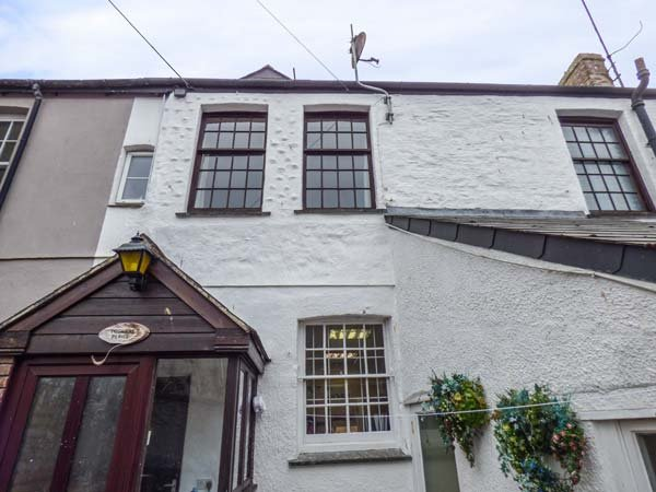 TOSHIERS PLAICE, Grade II listed, private courtyard, pet-friendly, WiFi, in Mevagissey, Ref 935688 - Image 1 - Mevagissey - rentals