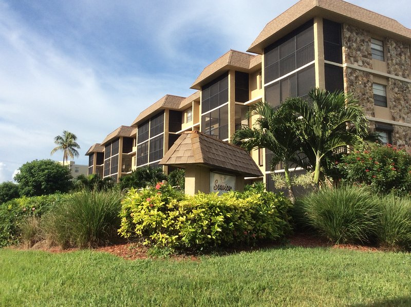 Marco Island Condo       Beach just steps away! - Image 1 - Marco Island - rentals