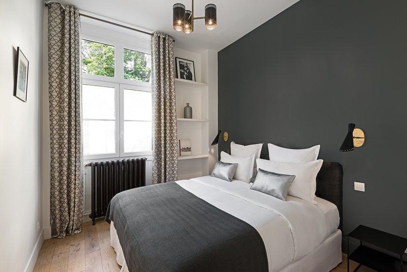 Bedroom one view one  - Bon Marché / Saint Germain Chic Three Bedroom - Paris - rentals
