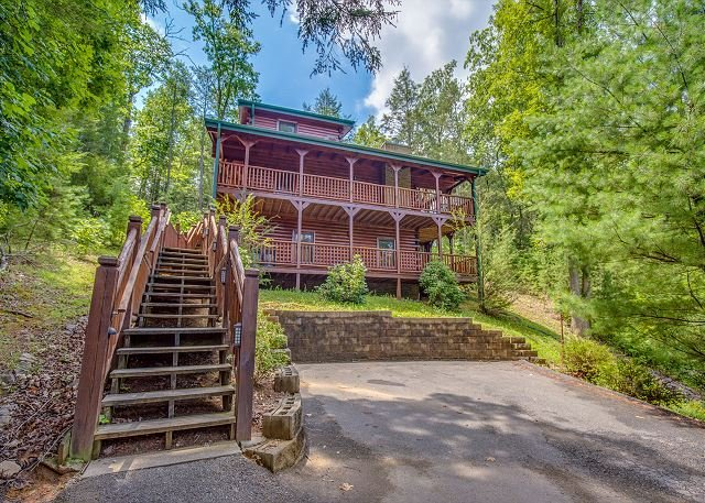 3 BR Luxurious Gatlinburg Cabin! Summer Special From $169!!! Sleeps 10. - Image 1 - Gatlinburg - rentals