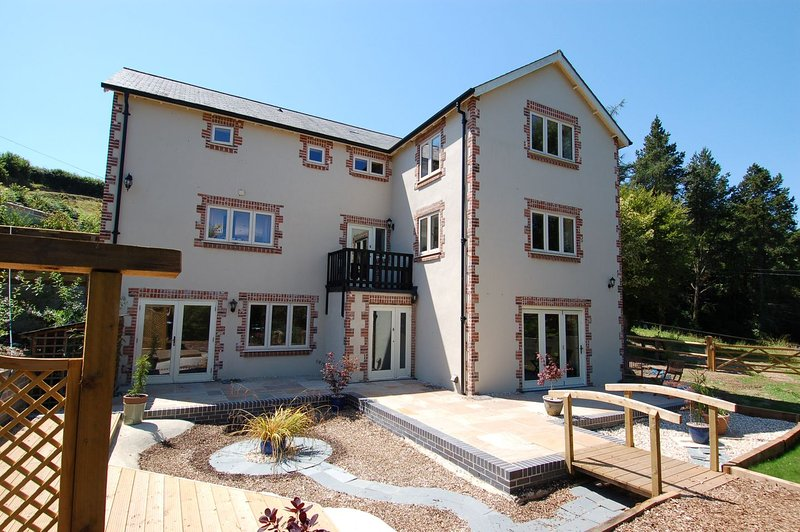 New Larkshayes - Image 1 - Axminster - rentals
