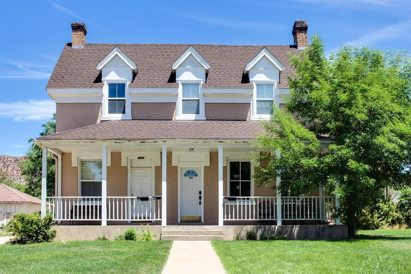 Charming & historic home in downtown Cedar City - Shakespeare Festival lodging! - Image 1 - Cedar City - rentals