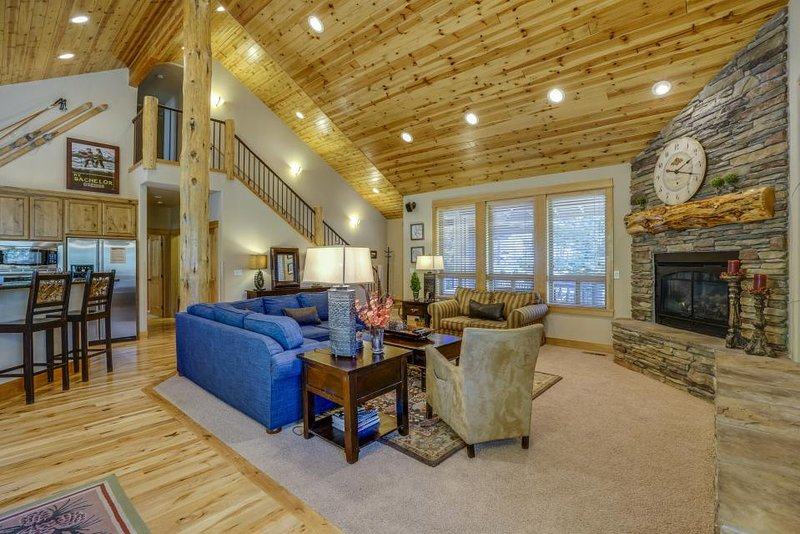Custom-built home w/ hot tub, fun-filled game room & SHARC passes! - Image 1 - Sunriver - rentals