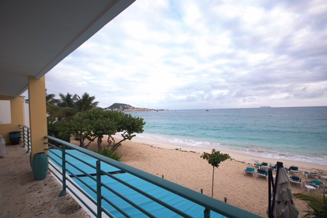 Sur Mer... 3BR beach front vacation rental, St Maarten 800 480 8555 - SUR MER... gorgeous beach front condo at Coco's Beach Club on beautiful Simpson Bay!! - Simpson Bay - rentals