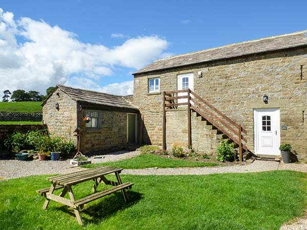 THE HAYLOFT, stone-built barn conversion, pet-friendly, off road parking, walks from the door, near Masham, Ref 920051 - Image 1 - Masham - rentals