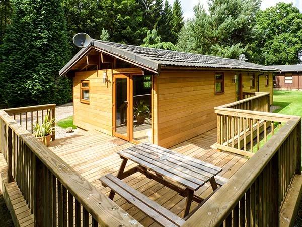 ASH LODGE, all ground floor, off road parking, veranda, shared garden, in Masham, Ref 935520 - Image 1 - Masham - rentals