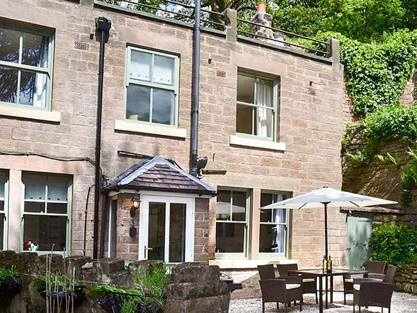 INGLE-NOOK RETREAT, semi-detached, pet-friendly stone-built property, with WiFi, parking and woodburning stove, Crich, Ref 937594 - Image 1 - Crich - rentals