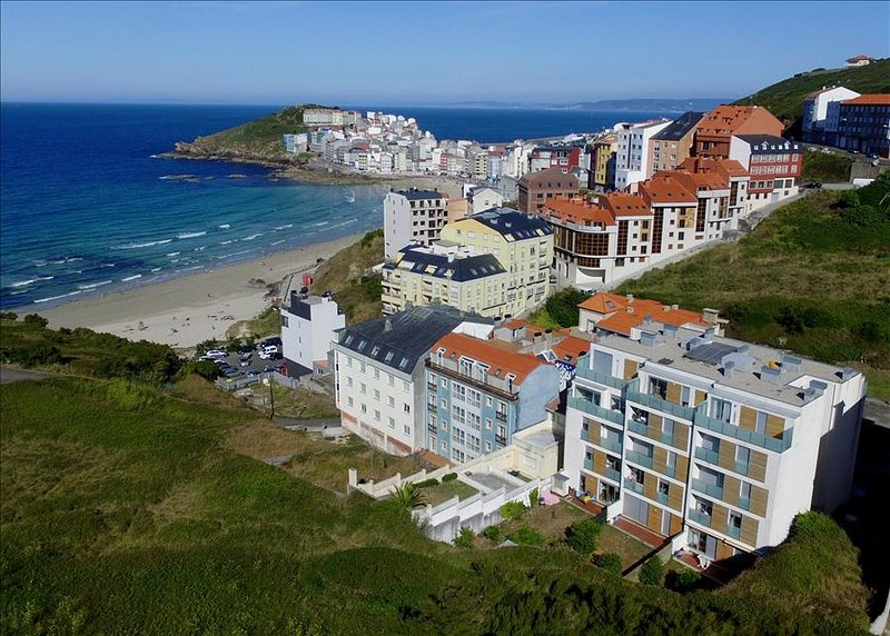 Holiday apartment with garden on the beach - Image 1 - Malpica de Bergantinos - rentals