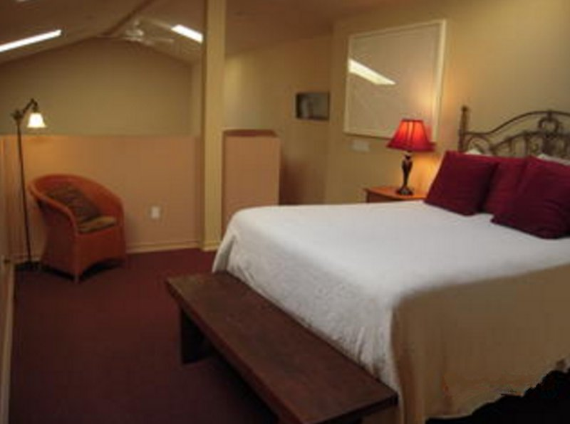 QUIET, ELEGANT AND SPACIOUS 2 BEDROOM, 1 BATHROOM GUEST HOUSE - Image 1 - Los Angeles - rentals