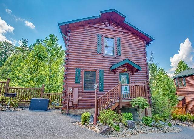 4BR Luxury Gatlinburg Cabin in Hemlock Hills. Crazy Summer Special from $199! - Image 1 - Gatlinburg - rentals