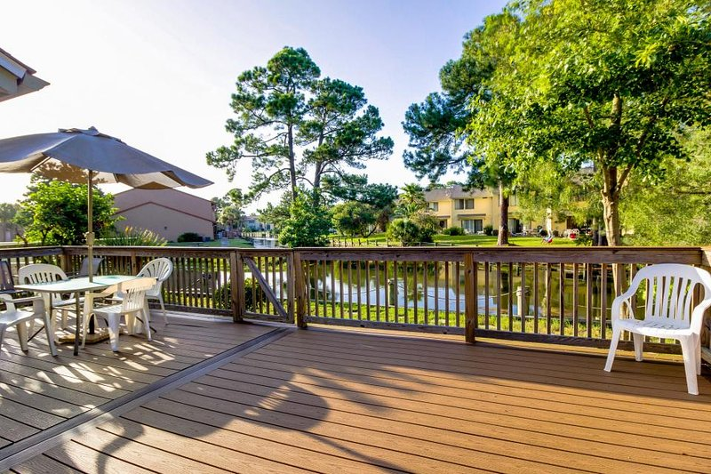 Townhouse w/shared pools, tennis court, private beach access, gated community! - Image 1 - Panama City Beach - rentals