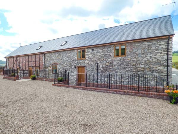 THE HAYLOFT, barn conversion, three bedrooms, one ground floor, private garden, Llanyblodwel, Oswestry, Ref 930229 - Image 1 - Oswestry - rentals