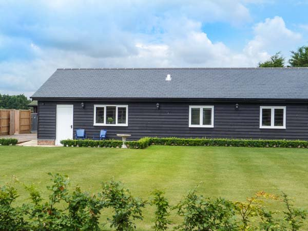 WILLOW HOUSE, barn conversion, with WiFi, en-suite, parking and private courtyard, Wingham, Ref 903682 - Image 1 - Wingham - rentals