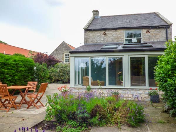 THE GRANARY, detached stone cottage, open fire, WiFi, private enclosed patio, Kirkbymoorside Ref 936454 - Image 1 - Kirkbymoorside - rentals