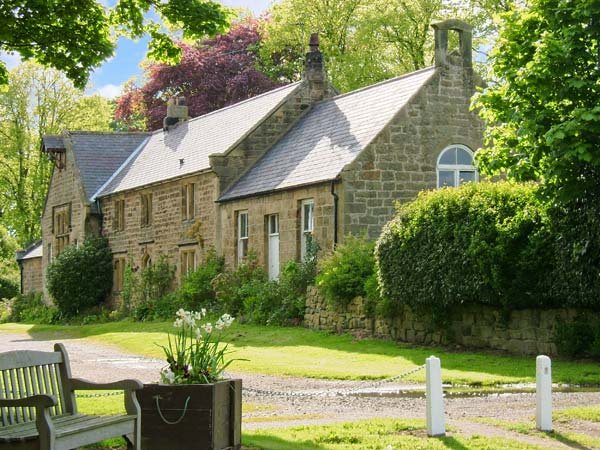 THE OLD SCHOOL ROOM, single-storey, country cottage, lawned garden in Longhorsley, Ref: 942898 - Image 1 - Longhorsley - rentals