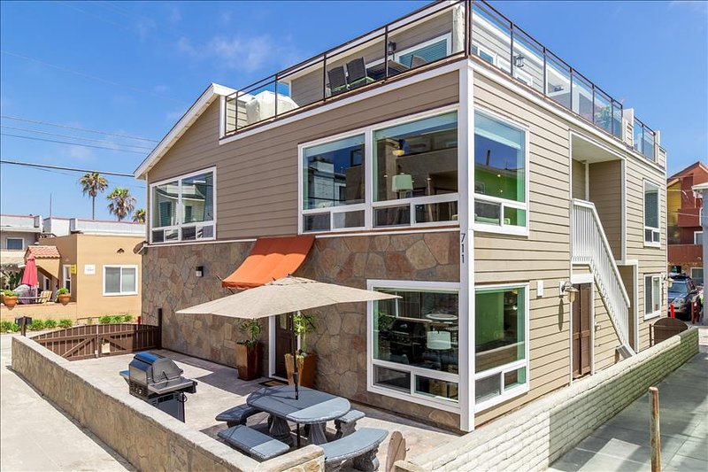#709-711-Newly remodeled duplex, 25 steps from beach - Image 1 - Mission Beach - rentals