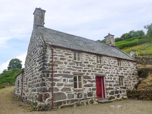 TYN LLWYN, Grade II listed, stone-built farmhouse, woodburning stoves, WiFi, stunning mountain views, Dolgellau, Ref 938914 - Image 1 - Dolgellau - rentals