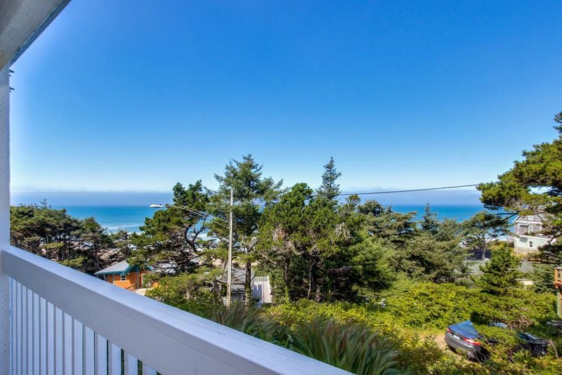 Easy access, dog-friendly studio with ocean views - short walk to the beach! - Image 1 - Lincoln City - rentals