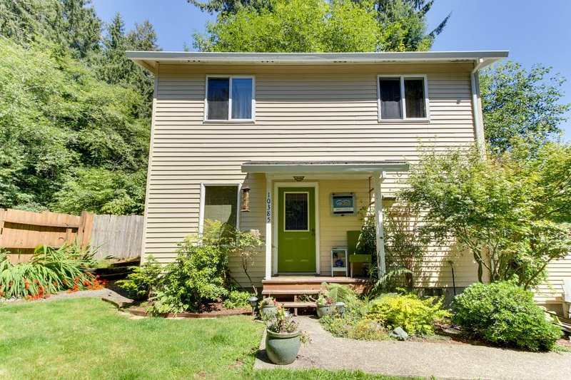 Quiet, modern dog-friendly house with garden, fish cleaning station, grill! - Image 1 - Bay City - rentals