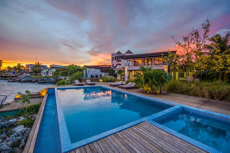 Casa Isla Bajo, Sleeps 20 - Image 1 - Puerto Morelos - rentals