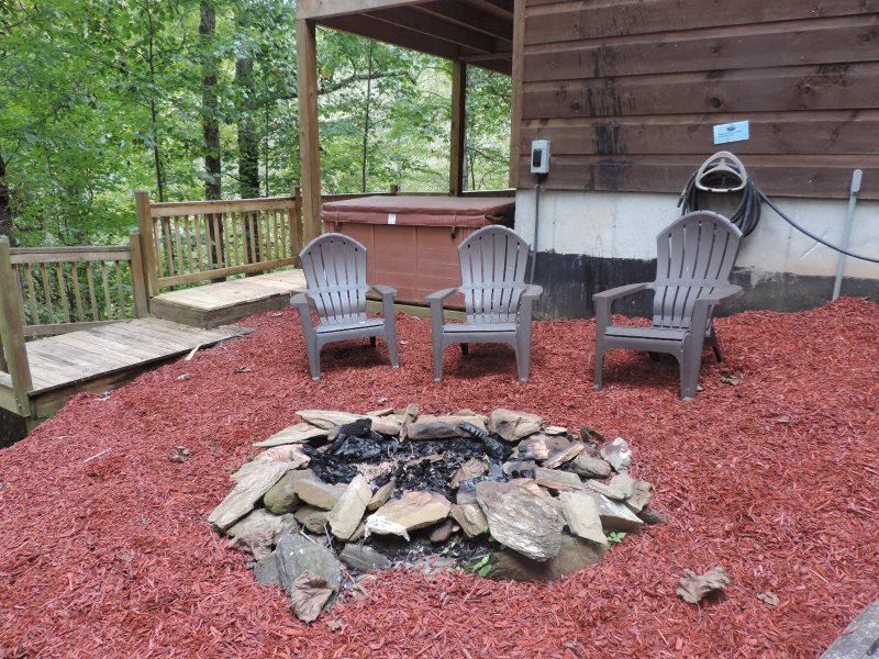 Fire Pit with Chairs - Spacious 6 Bed room 3 1/2 Bath Cabin Located in Ellijay Ga, Inside the Coosawattee River Resort. - Ellijay - rentals