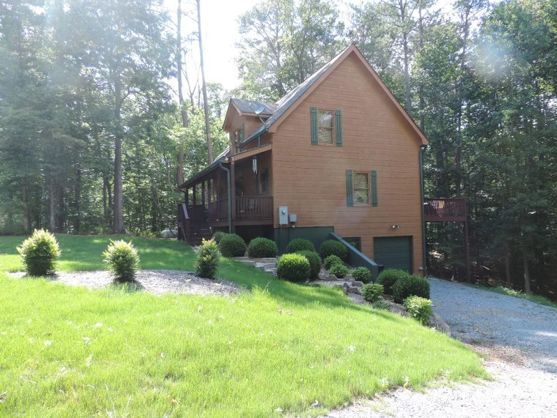 Welcome to  - Secluded and Spacious 2 Bedrooms 2 1/2 bathrooms - Ellijay - rentals