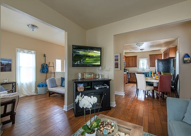 Welcome to Ocean Park Sanctuary! The semi-open floor plan makes it a great gathering space for family and friends. - 3729 Ocean Park Sanctuary ~ Walk to the Beach. Available for Concours Week! - Pacific Grove - rentals